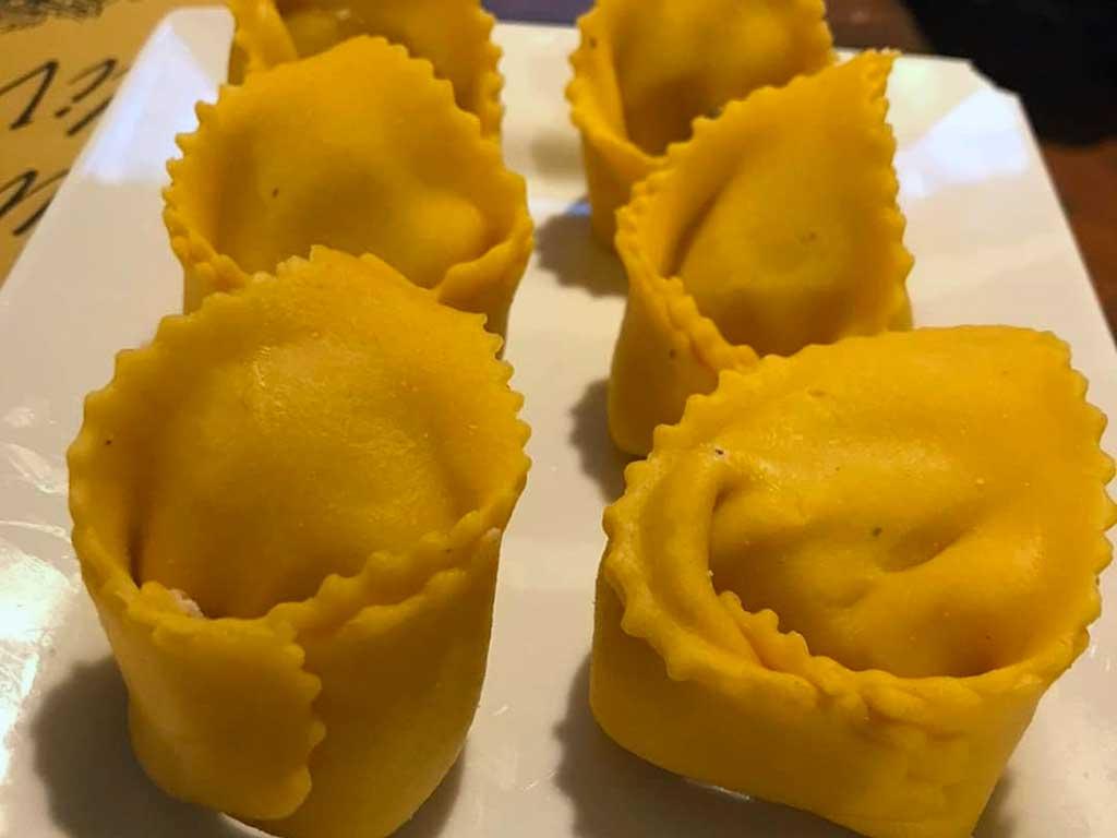 Tortelloni di ricotta e tartufo fatti a mano